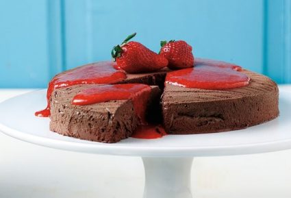 Φανταστική σοκολατίνα µε σάλτσα φράουλας-featured_image