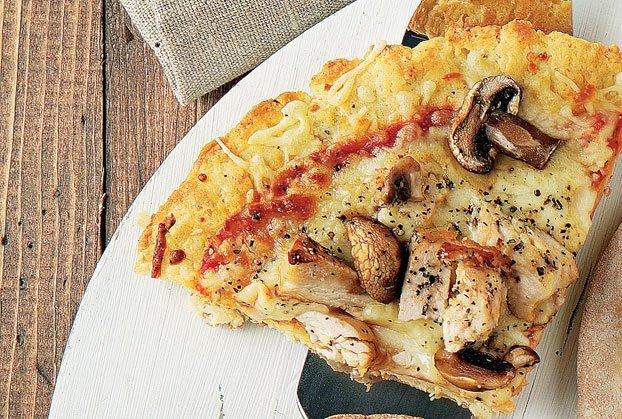 Γρήγορη πίτσα με ζύμη γιαουρτιού