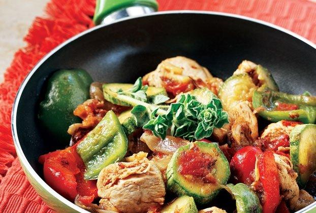 Κοτόπουλο µε σάλτσα λαχανικών