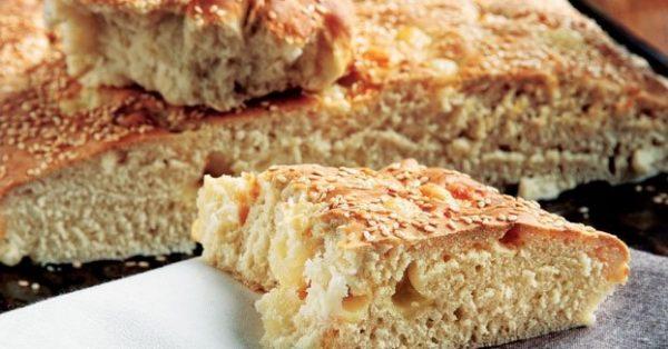 ζυμωτό ψωμί με μαγιά και τυρί