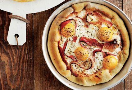 Πίτσα µε µπέικον και αυγό-featured_image