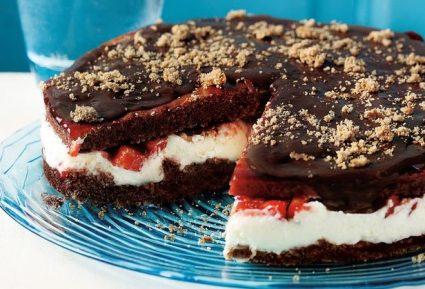 Τούρτα σοκολάτας µε κρέµα και φράουλες-featured_image