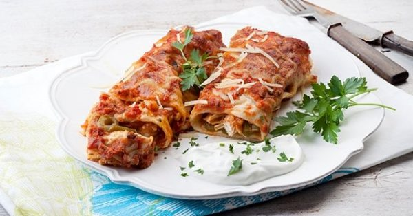 enchiladas με κοτόπουλο εντσιλάδας σαλτσα τορτίγιες στο φούρνο μεξικάνικο
