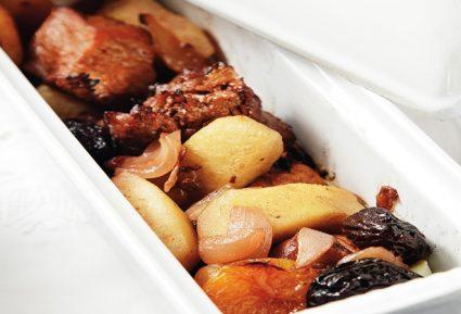 Εύκολο χοιρινό με φρούτα στη γάστρα-featured_image