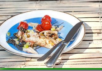 φιλέτο ψάρι στο φούρνο με λαχανικά συνταγη αργυρω