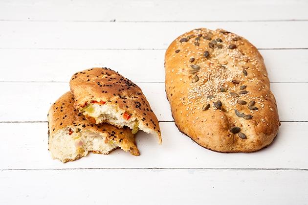 Ψωμί γεμιστό με φέτα και λαχανικά
