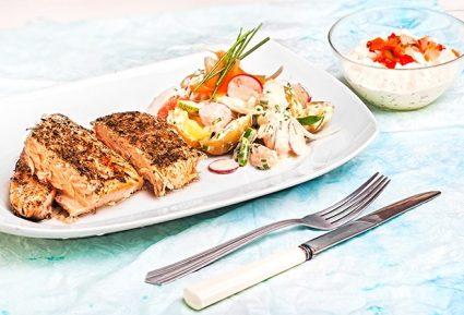 Φρέσκος ψητός σολωμός με κρούστα, σάλτσα ταρτάρ και λαχανικά με ντρέσινγκ μαγιονέζας-featured_image
