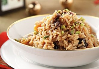 ρύζι με αποξηραμένα φρούτα και ξηρούς καρπούς συνοδευτικό