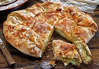 ηπειρώτικη κρεατόπιτα με χοιρινό και κοτόπουλο πιτα αλμυρη βασιλόπιτα παραδοσιακή πρωτοχρονιάτικη