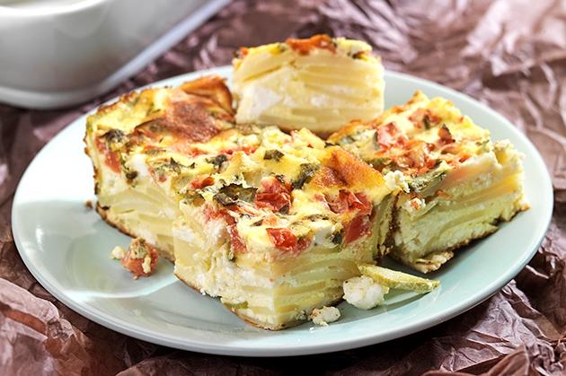 Μπουρέκι καλοκαιρινό, γυμνό με κολοκύθια, πατάτες και ντομάτα-featured_image