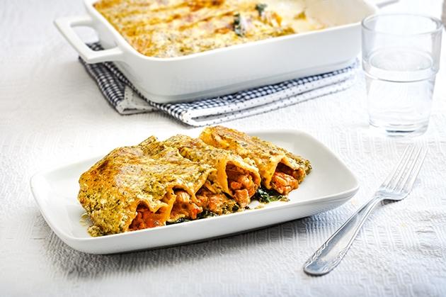 Κανελόνια με κοτόπουλο, σπανάκι και μπεσαμέλ με πέστο
