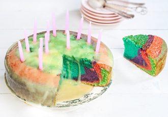 πολυχρωμη τούρτα ουράνιο τόξο χρωματιστο κεικ συνταγη rainbow cake