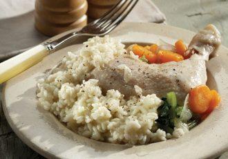 κότα βραστή με ρυζι