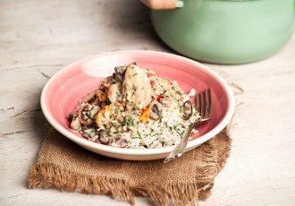 εύκολο κοτόπουλο αλά κρεμ με ρύζι, πιπεριές και μανιτάρια
