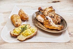 Κοτόπουλο BBQ και γεμιστές ψητές πατάτες-featured_image