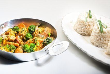 Κοτόπουλο με κάρυ και λαχανικά-featured_image