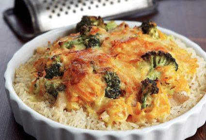 Κοτόπουλο με ρύζι, μπρόκολο και σάλτσα τυριού-featured_image
