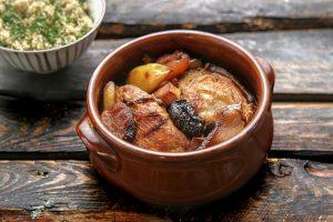 γλυκόξινο κοτόπουλο με αποξηραμένα φρούτα με δαμασκηνα κυδωνια tagin tajin ταζιν συνταγη