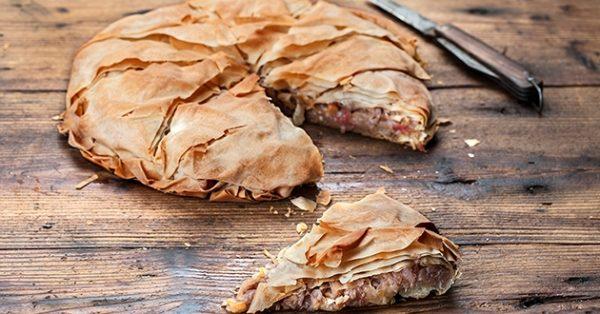 νηστίσιμη κρεμμυδόπιτα με καρύδια ετοιμο φύλλο και ντοματα πεντανοστιμη πιτα χωρις τυρι