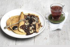 Κρέπες με σοκολάτα, φρούτα και μπισκότα-featured_image