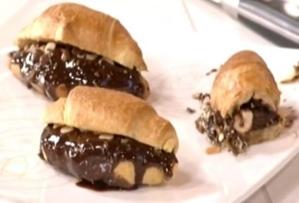 Κρουασάν με σπιτική πραλίνα, σταγόνες σοκολάτας και φουντούκια-featured_image