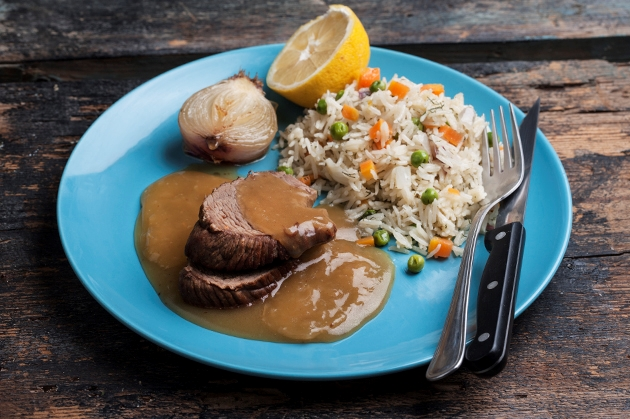 9b8dcef6592 Μοσχαράκι λεμονάτο της μαμάς με ρύζι | Συνταγή | Argiro.gr - Argiro ...