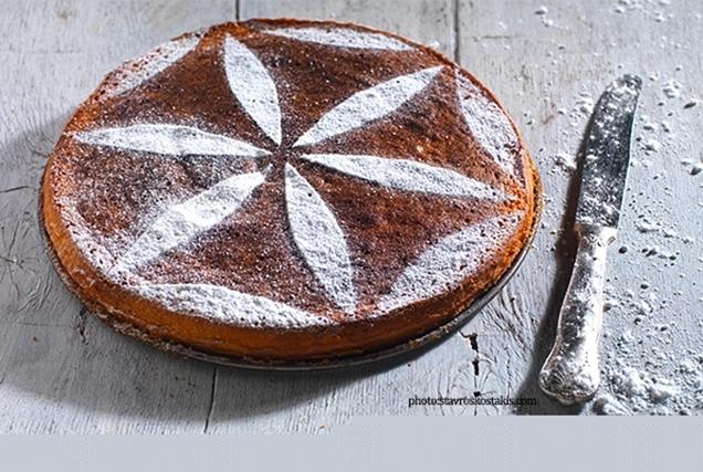 Αφράτη αμυγδαλόπιτα κέικ