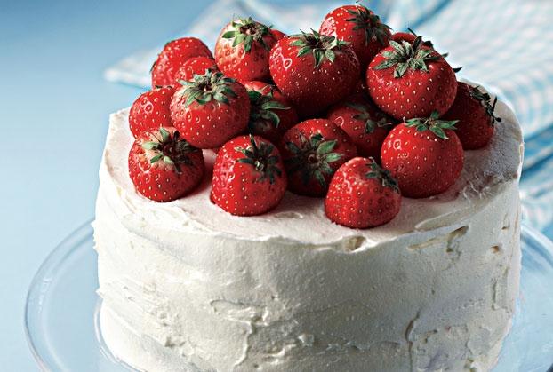 Λευκή τούρτα με φράουλες