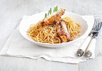 σνίτσελ κοτόπουλο με μακαρόνια