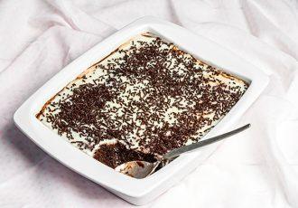 γλυκό ψυγείου με λευκή σοκολάτα