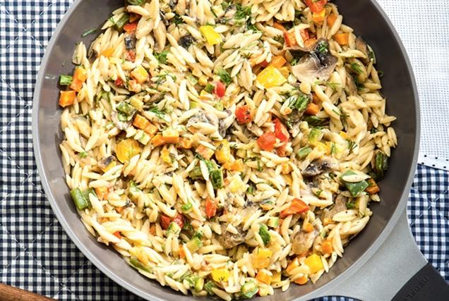Κριθαράκι με λαχανικά και ταχίνι