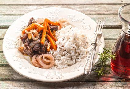 Μοσχάρι με κρασάτη σάλτσα καρότου-featured_image