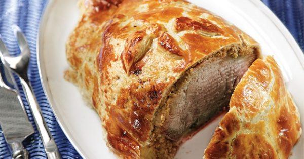μοσχάρι ουέλινγκτον συνταγη beef wellington τυλιχτο με σφολιατα μοσχαρισιο φιλετο σε φυλλο σφολιατας