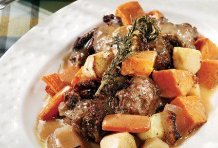Μπούτι αρνίσιο με κρασί και σκορδάτη σάλτσα-featured_image