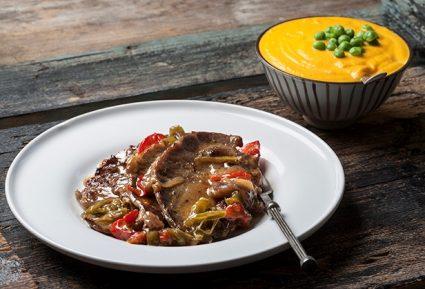 Μπριζολάκια με γλασαρισμένα λαχανικά και βελούδινο πουρέ καρότου-featured_image