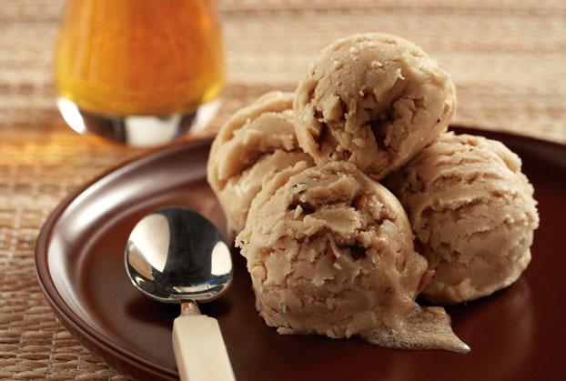 Παγωτό χαλβάς με ταxίνι, μέλι και αμύγδαλα
