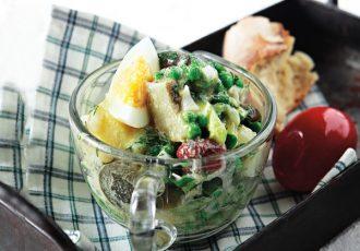 πασχαλινή σαλάτα με αυγά βραστα που περίσσεψαν συνταγη