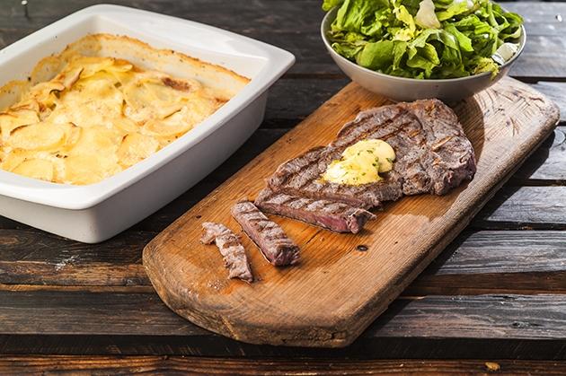 Πατάτες à la crème (dauphinois) με μπριζόλα βουτύρου