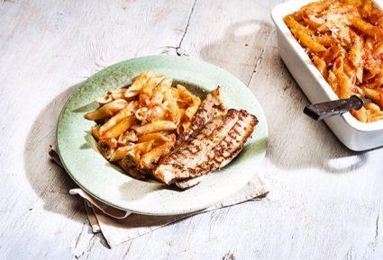 Πένες με κόκκινη σάλτσα και τραγανή πανσέτα στο φούρνο-featured_image