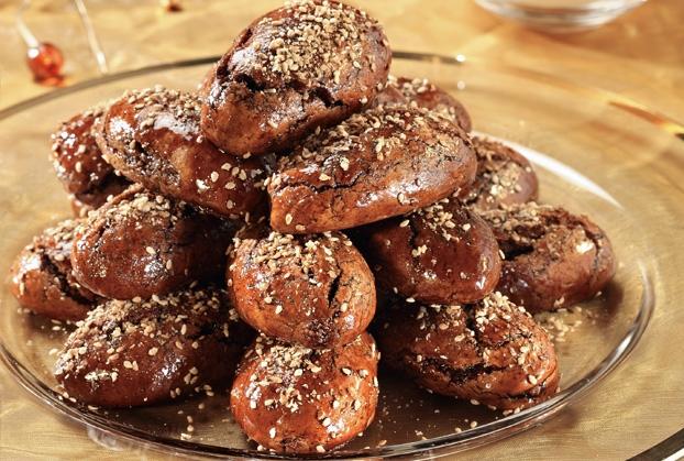 παραδοσιακά Χριστουγεννιάτικα γλυκά με πετιμέζι