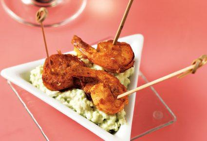 Πικάντικες γαρίδες σε σουβλάκι με σάλτσα αβοκάντο-featured_image