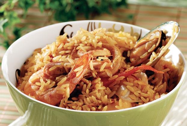 Πικάντικο ρύζι με θαλασσινά της Αργυρώς Μπαρμπαρίγου