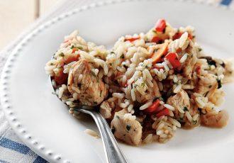 κοτόπουλο με ρύζι στην κατσαρόλα μπουκιες κοτοπουλου με πιλάφι