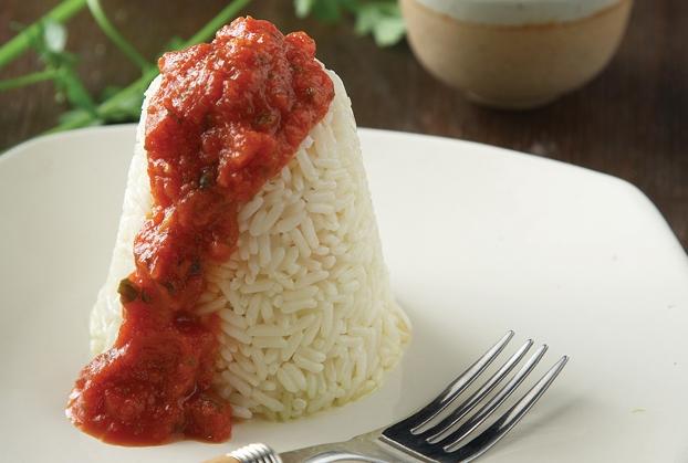 Πιλάφι με περαστή σάλτσα ντομάτας
