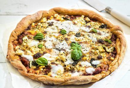 Πίτσα με κολοκυθάκι, σαλάμι και φέτα-featured_image