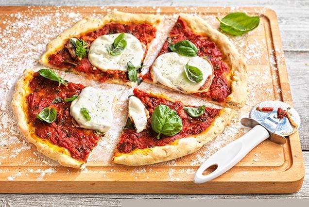 Ιταλική πίτσα με λεπτή ζύμη