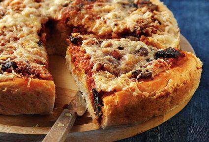 Πίτσα-πίτα με χωριάτικα λουκάνικα-featured_image