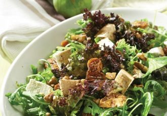 πρασινη σαλάτα με αποξηραμένα σύκα