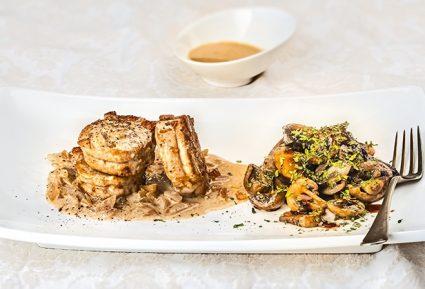 Ψαρονέφρι με ζεστή σαλάτα Portobello και σάλτσα κρέμας-featured_image