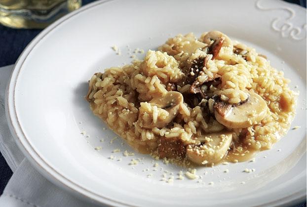Ριζότο με άγρια μανιτάρια και ανθόγαλο Κρήτης